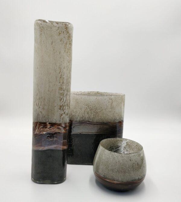 Bruin-zwarte-handgemaakte-smalle-hoge-vaas-1